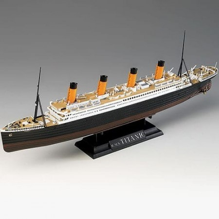 "Academy 1/700 R.M.S Titanic ""Centenary Anniversary"" MCP (Colored parts)"