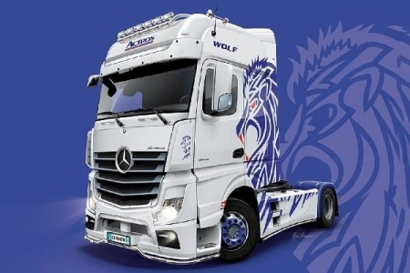Italeri 1/24 Mercedes-Benz Actros MP4 Giga Space